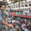 Varun Dhawan Promotes Main Tera Hero in a city bus