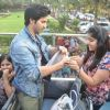A fan gifts Varun Dhawan at the Promotions of Main Tera Hero