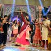 Akshay Kumar perform with the cast of Colors Tv at Jahsn-e-Eid