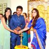 Rani Mukherji lights the lamp at Golden Art by Renowned Artist Suvigya Sharma