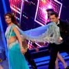Salman Khan : Jacqueline Fernandes and Salman Khan perform on Bigg Boss 8