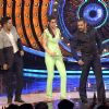 Varun Dhawan and Kriti Sanon on Bigg Boss 9 for Promotions of 'Dilwale'