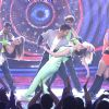 Varun Dhawan and Kriti Sanon Performs on Bigg Boss 9 During Promotions of 'Dilwale'