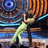 Kriti Sanon : Kriti Sanon and Salman Khan Shakes a Leg on Bigg Boss 9