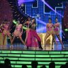 Taapsee Pannu Gave Energetic Performance at IIFA Utsavam Day 1