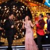 Shah Rukh Promotes Raees on Bigg Boss 10 - Jhalak Dikhhla Jaa Integration Episode