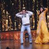 Salman - Katrina dance on the tunes of O O Jane Jana at a show