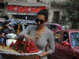 Malaika Arora Khan snapped buying strawberries from a street vendor
