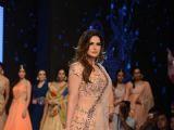 Zarine Khan walks the ramp at 'India Showcase Week 2017'