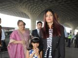 Aaradhya's cute antics with mommy Aishwarya at the Airport