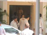 Celebs reach Kapoor House to pay respect to Krishna Raj Kapoor