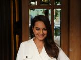 Sonakshi Sinha spotted in Juhu