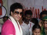 Adhyaan Suman celebrates raksha bandhan at Mumbai red light area