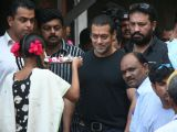 Salman at Tata Memorial Hospital and Dongri slums