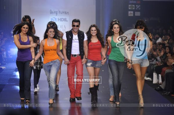 Salman Khan with Karishma, Kareena, Rani, Preity, Priyanka at Being Human show