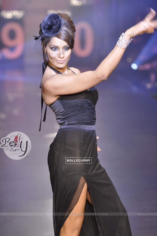 Bipasha Basu in Being Human show at HDIL India Couture Week 2010