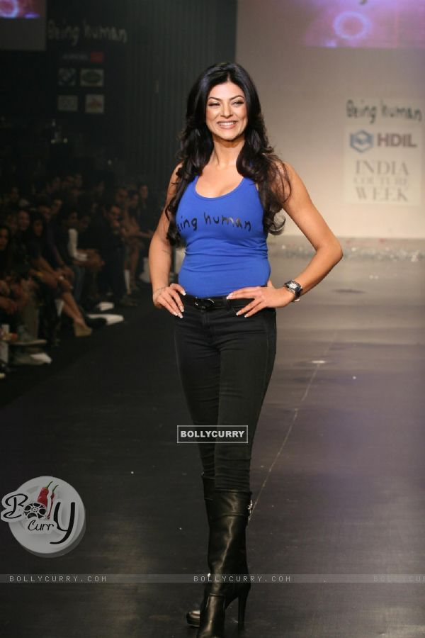 Sushmita Sen in Being Human show at HDIL India Couture Week 2010