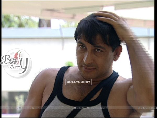 Manoj Tiwari - New look in Bigg Boss 4