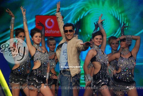 Salman Khan in mood of dancing in Bigg Boss 4