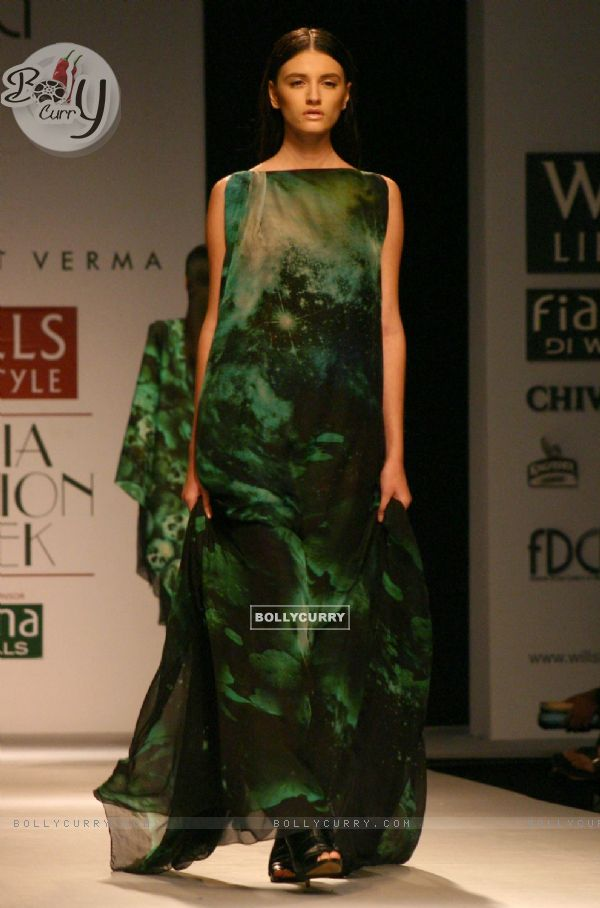 Bollycurry A Model Showcasing A Designer Prashant Verma 39 S Creation At The Wills Lifestyle