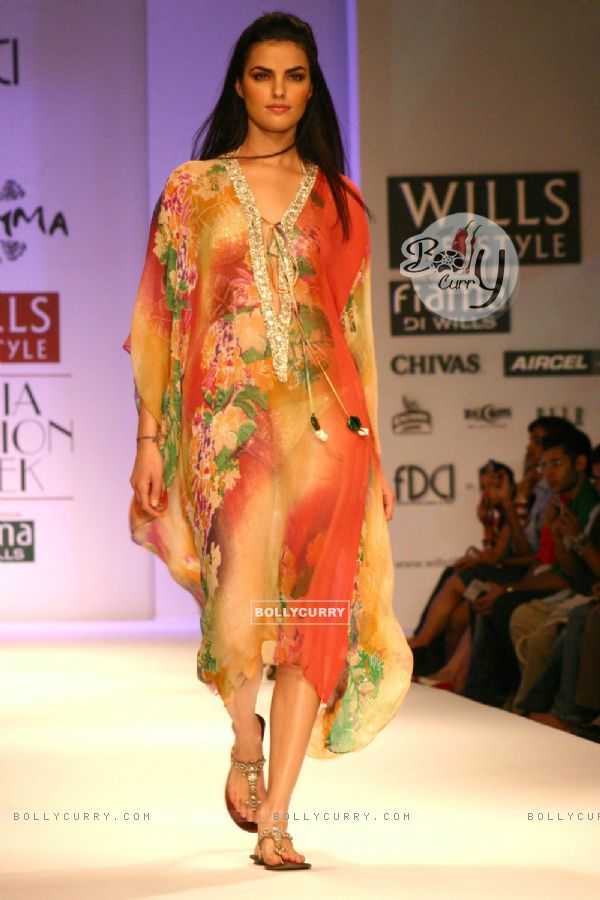 Bollycurry A Model Showcasing A Designer Pashma 39 S Creation At The Wills Lifestyle India