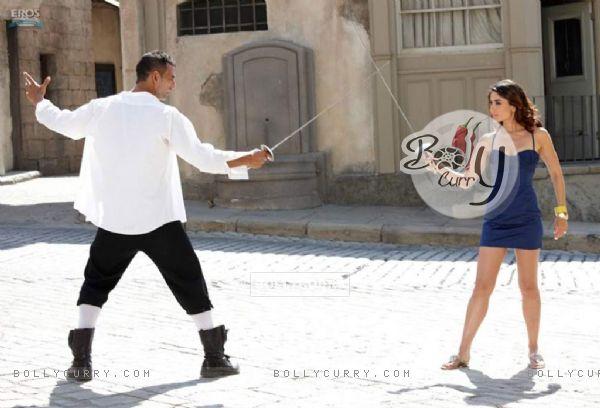 Akshay kumar sword fight with Kareena