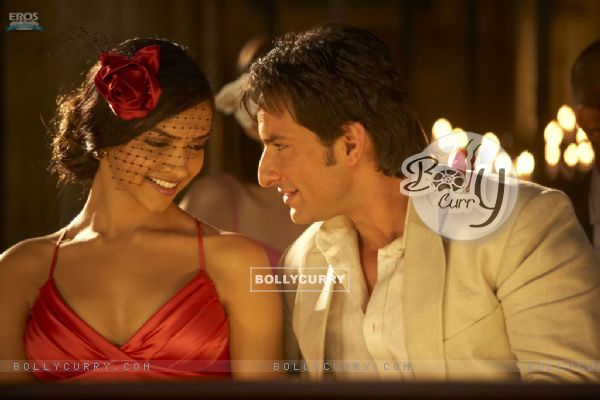 Romantic Scene of Deepika and Saif Ali Khan