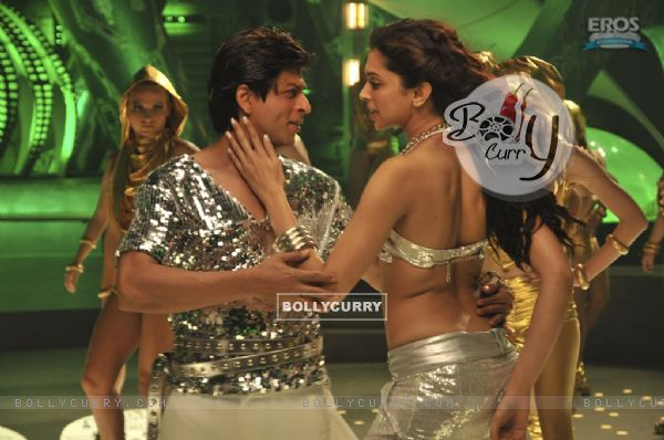 SRK and Deepika dancing