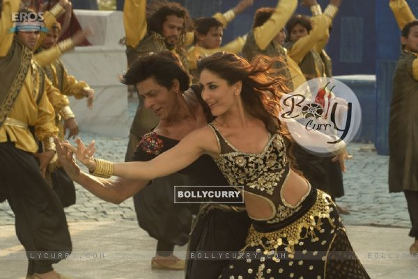 Shahrukh dancing with Kareena in marjani song (11102)