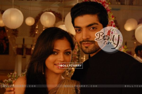 4.Geet –Hui Sabse Parayi ( Printre Straini) - Pagina 39 112727-still-image-of-maan-and-geet