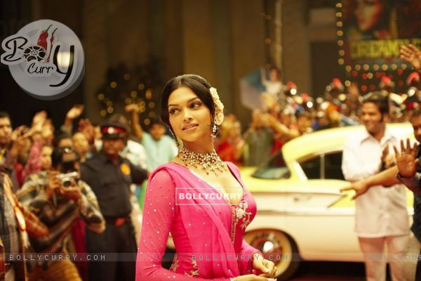 Deepika Padukone looking beautiful in pink (11395)