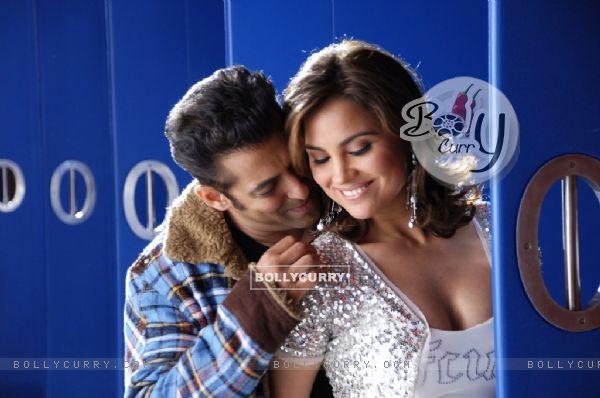 Romantic scene of Salman Khan and Lara Dutta (11409)