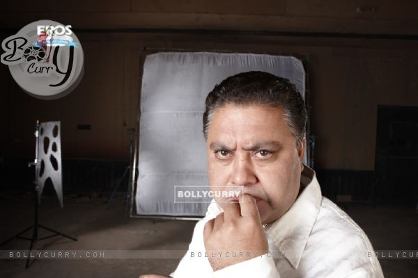 Manoj Pahwa looking funny in One Two Three