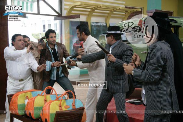 Sunil,Manoj and Tusshar are fighting