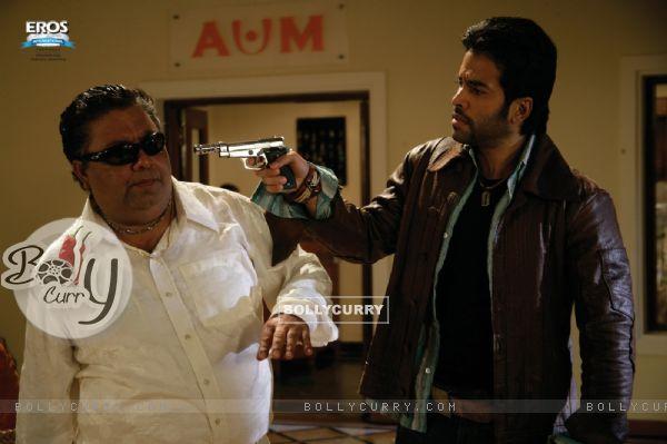 Tusshar showing rifle to Manoj