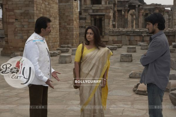 Shefali talking to Anil and Anurag