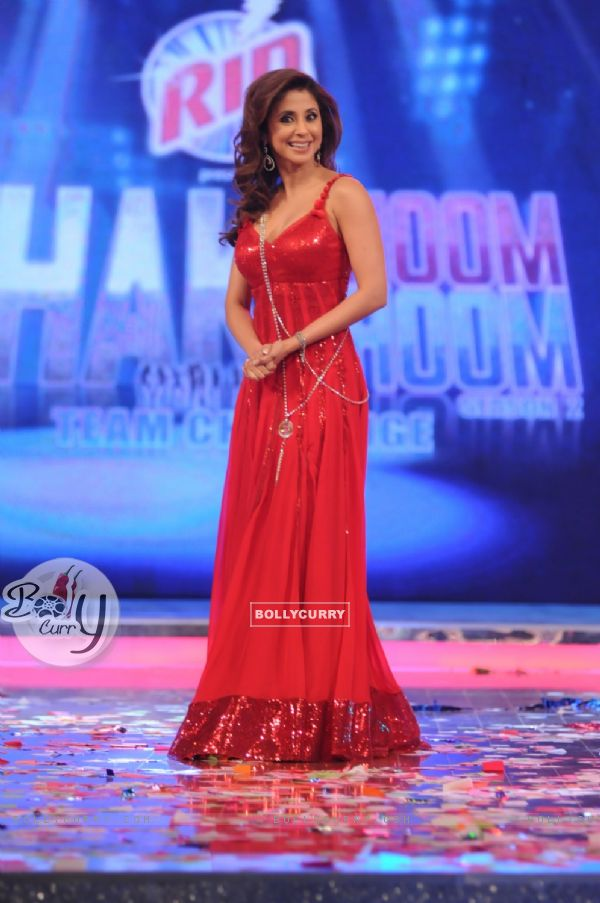 Urmila Matondkar as a judge on Chak Dhoom Dhoom Team Challenge