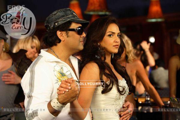 Govinda dancing with Esha Deol