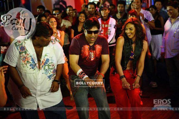 Govinda and Esha in Money Hai Toh Honey Hai