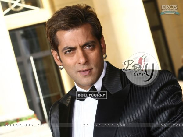 Sexy Salman in black