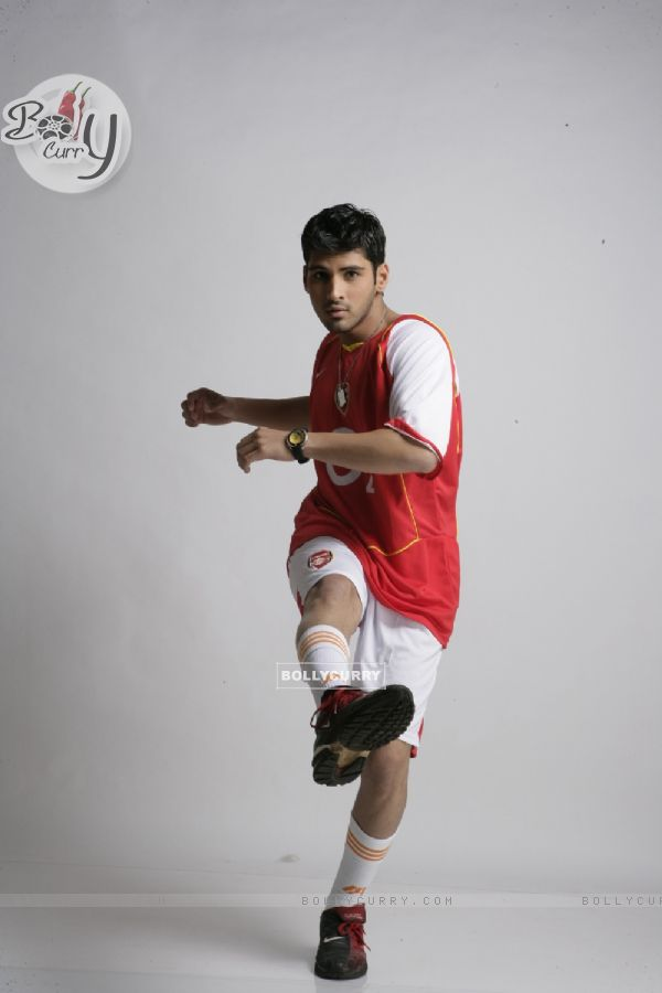 Sammir Dattani wearing a football dress in 42 Kms (12538)