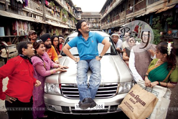 Arshad Warsi sitting on a car bonat in mohalla (12675)