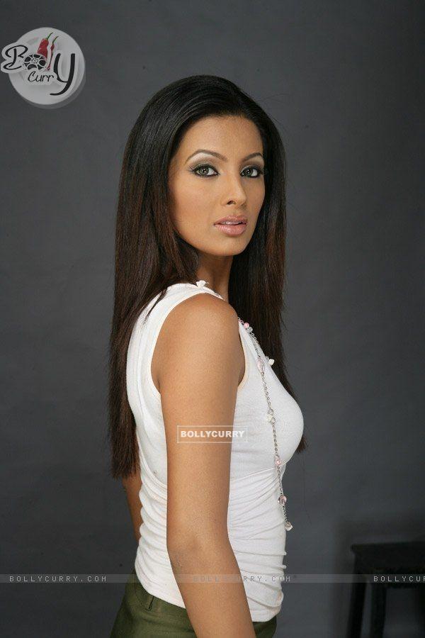 Geeta Basra 855