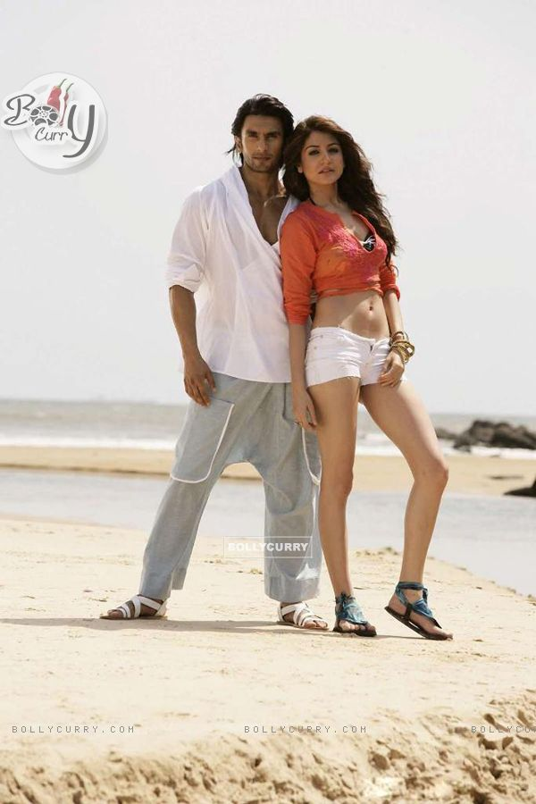 Anushka Sharma with Ranveer Singh in Ladies V/S Ricky Bahl (148754)