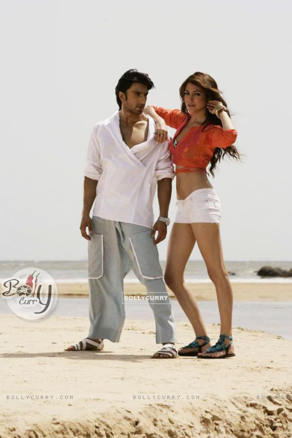 Anushka Sharma and Ranveer Singh in Ladies V/S Ricky Bahl