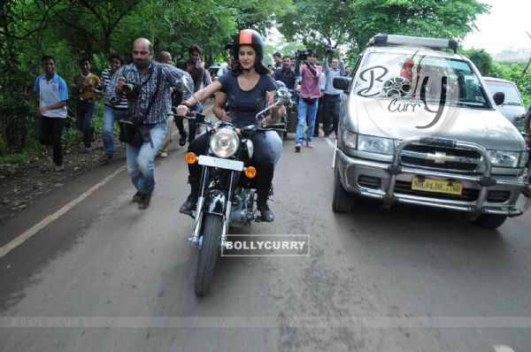 katrina kaif takes rides - photo #10