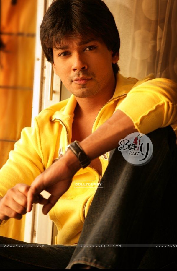 Nikhil Dwivedi looking smart