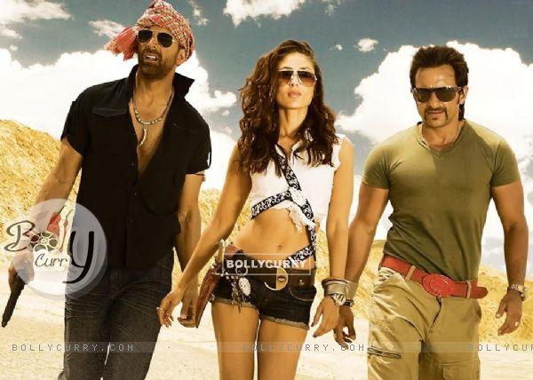 Kareena looking hot with Saif and Akshay