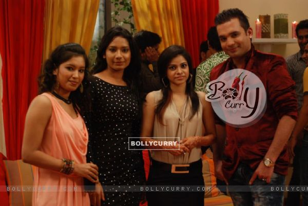 Natasha with her friends in Bade Acche Laggte Ha