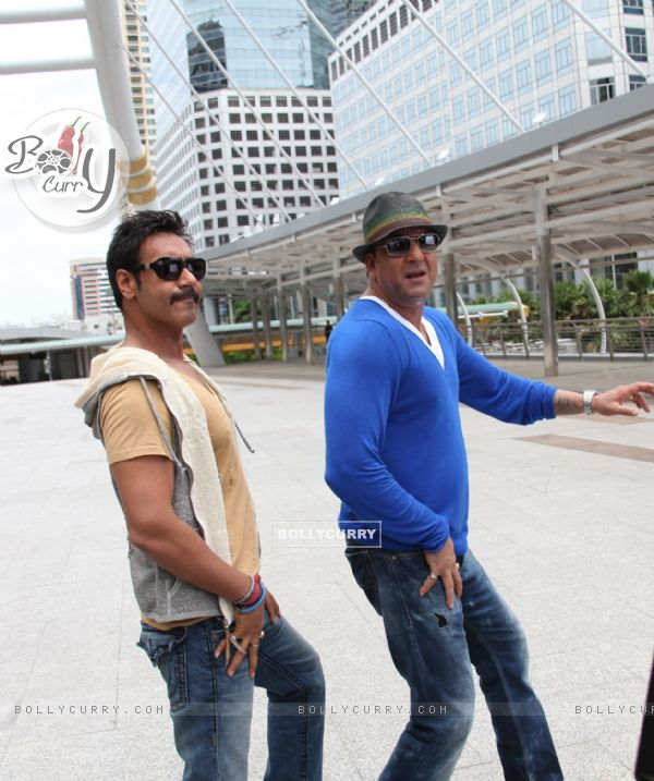 Sanjay Dutt and Ajay Devgn in the movie Rascals